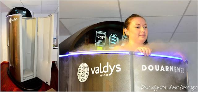 Mzelle Laura dans la cabine de cryothérapie