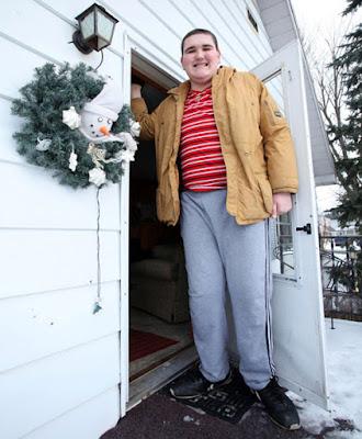 Ο ψηλότερος έφηβος του κόσμου που συνεχίζει να μεγαλώνει. Δεν σταματάει να ψηλώνει...(ΦΩΤΟ)