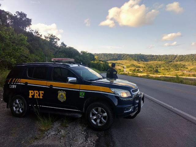 PRF/AL prende três pessoas na BR-316 em Dois Riachos, por conduzir motocicleta com sinais de adulteração