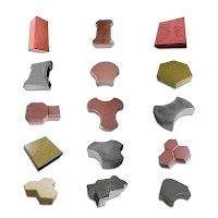 Yere döşenen çeşitli renk ve şekillerde kilitli parke taşları