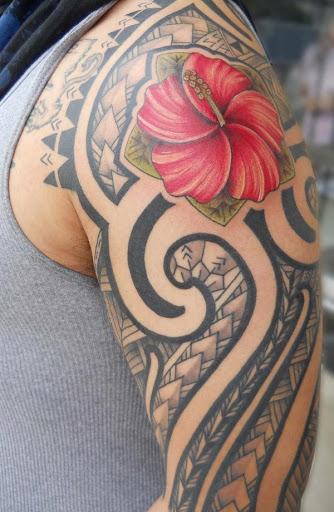 Seguidor tatuagem tribal para os homens no braço