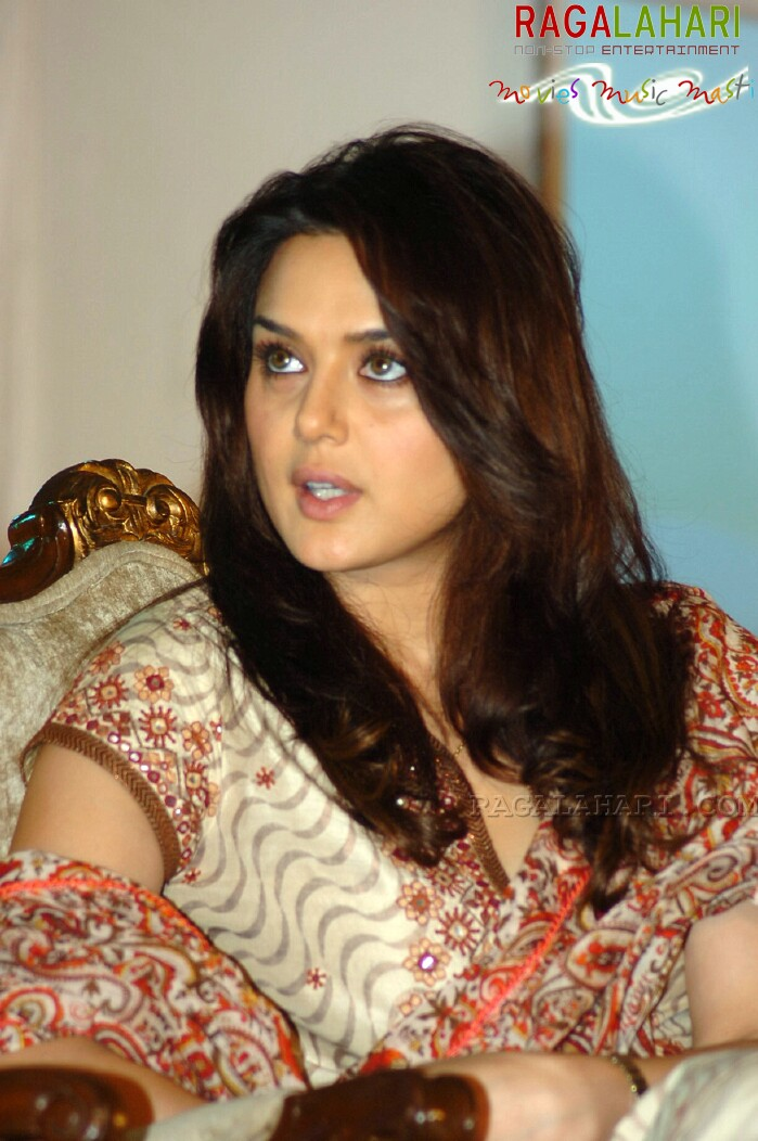 Photo And Wallpapers Actress Preity Zinta Hot Photos -7754