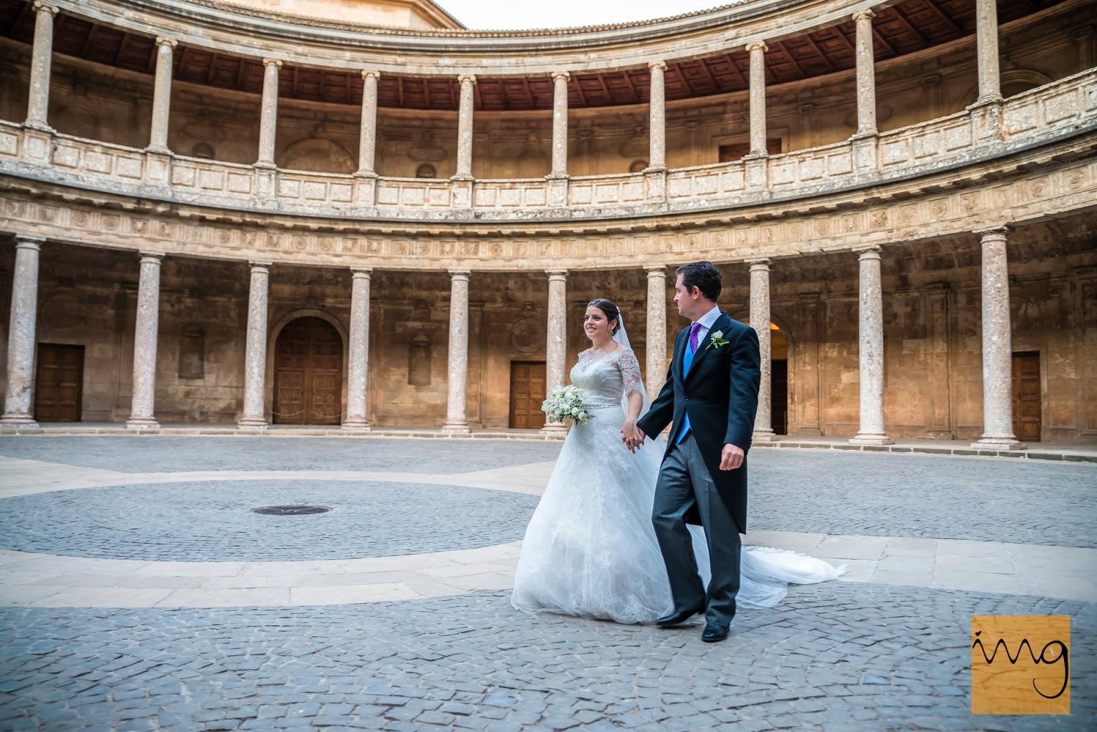 Fotografía de boda en el palacio de Carlos V, Granada.