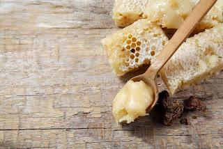 bahan kosmetik, beeswax, lilin lebah, sarang lebah madu, tips membuat kosmetik, kosmetik alami, membuat kosmetik sendiri