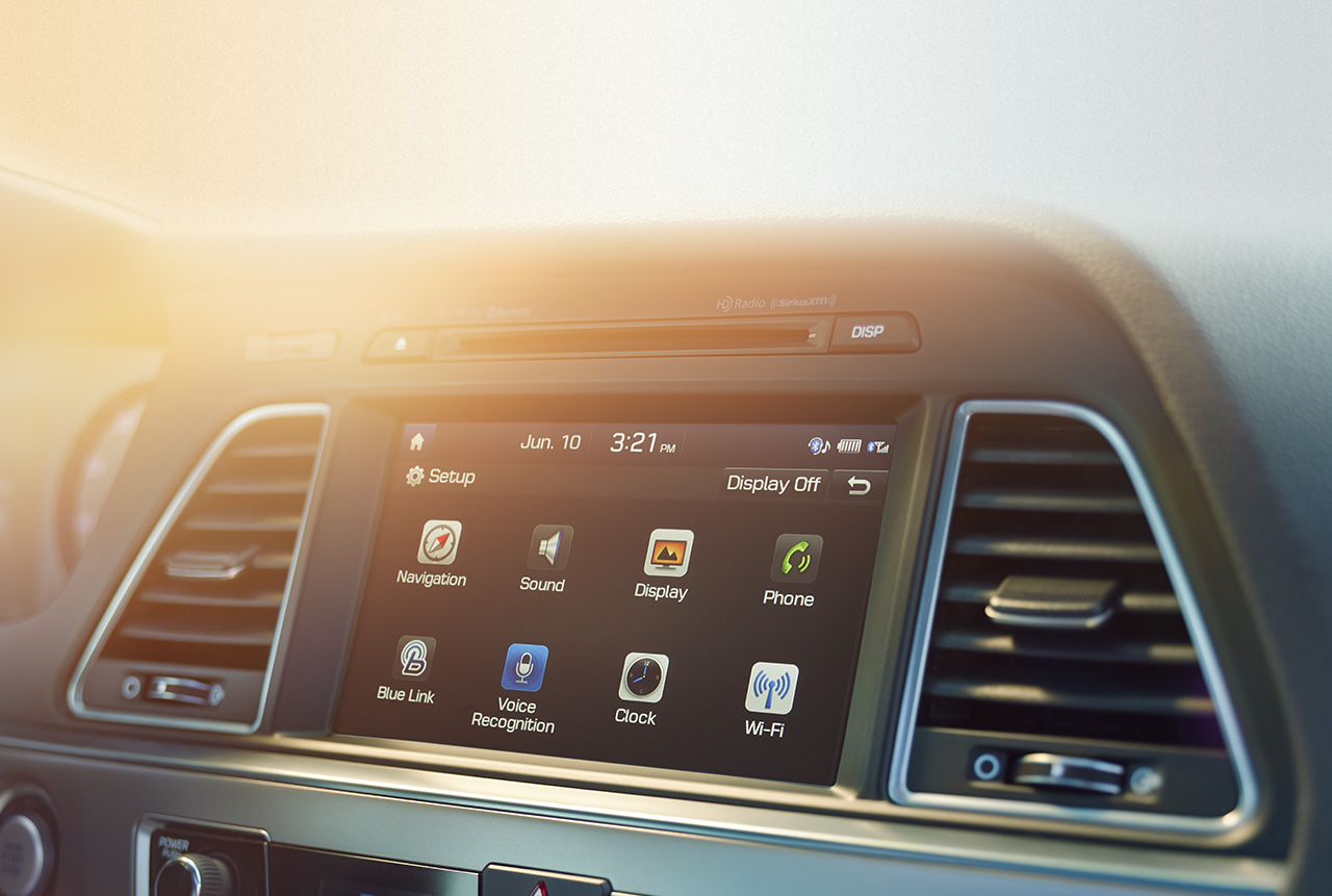Nhiều hệ thống, ứng dụng hiện đại cao được tích hợp trên xe