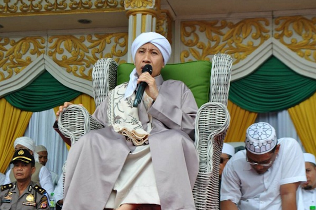 "Salah Satu Ciri Wanita Dungu Menurut Buya Yahya : ""Memilih Meninggalkan Anaknya Bersama Pengasuh Sementara Ia Mengejar Karir"""