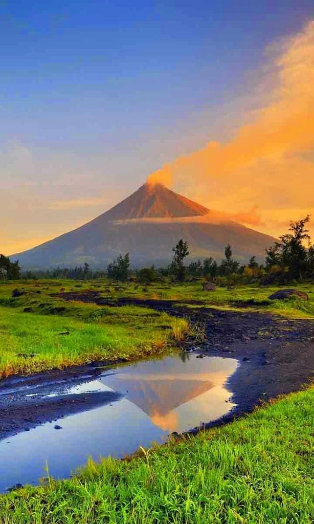 10 Most Famous Travel Destinations In Philippines | Mayon Volcano ,Philippines