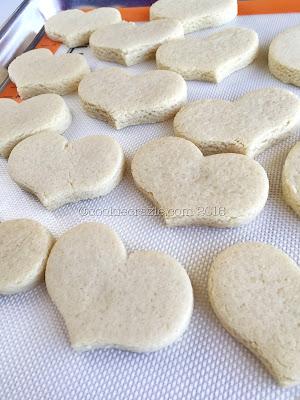 http://www.cookiecrazie.com/2016/08/simple-grain-free-and-gluten-free-cut.html