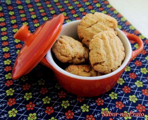 São biscoitos feitos com aqueles cereais infantis! Delícia!