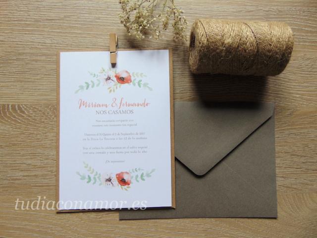 Una invitación bonita y sencilla con flores pintadas, la opción perfecta para una boda diferente