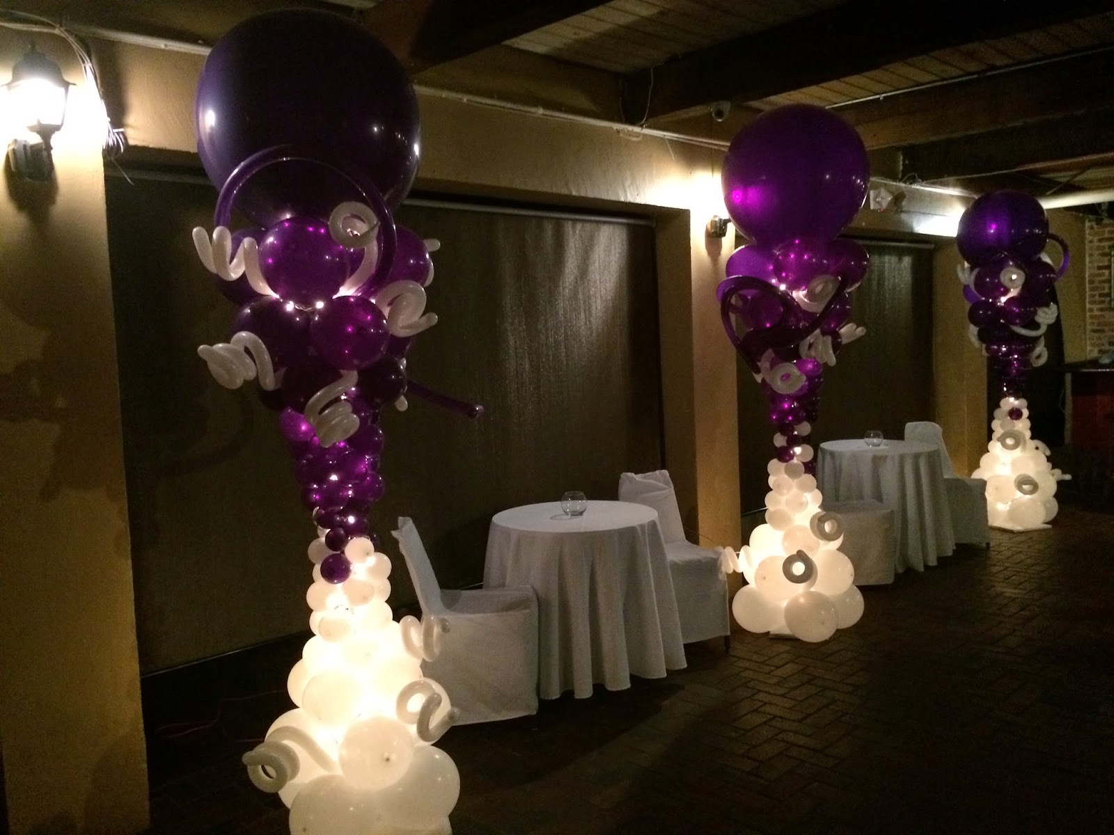 Balloon columns with lights