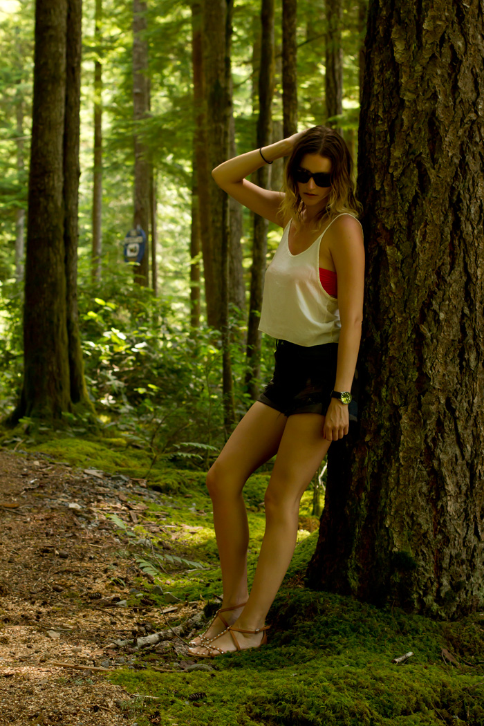 Vancouver Fashion Blogger, Alison Hutchinson, wearing Brandy Melville cropped white tank top, One Teaspoon Hawks cutoff shorts, H&M sandals, Zara pink bandeau bikini