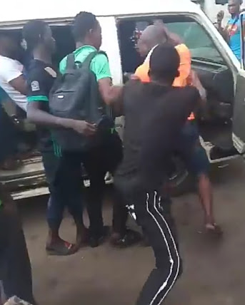 Two Men Fight Over Who'll Sit At Front Seat Of A Bus In Lagos