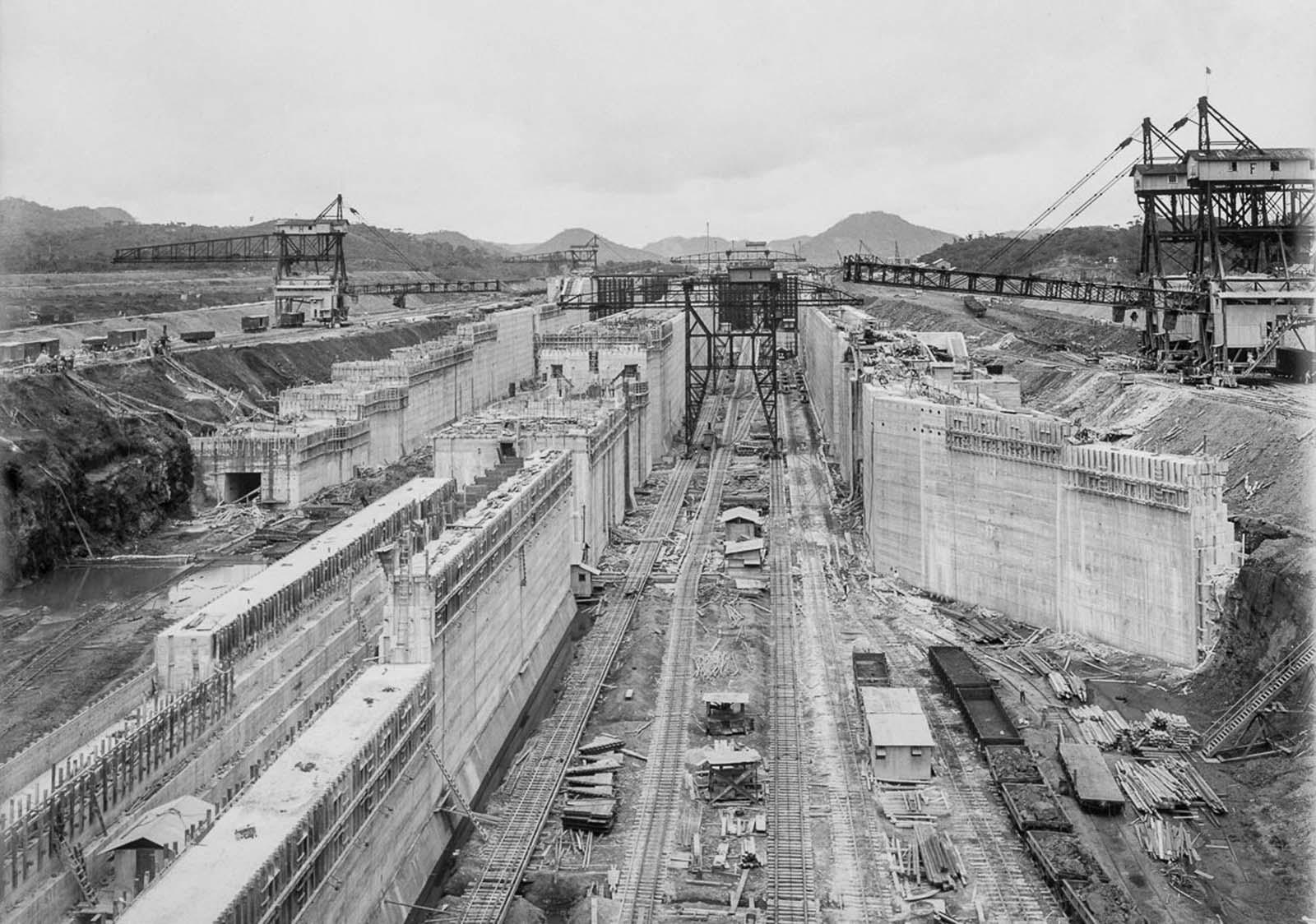 The Miraflores lower locks under construction. 1912.