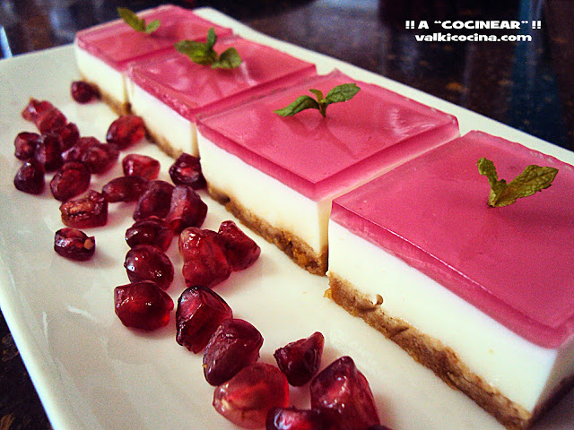 Mini cheesecakes con gelatina de frambuesa