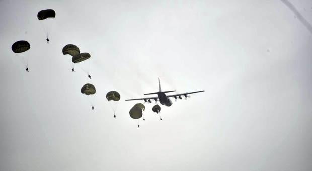 Prajurit PPRC TNI Bombardir Pulau Selaru