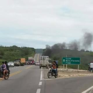 Greve dos caminhoneiros: Cidades do Curimataú estão com trechos interditados