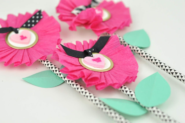 Classroom Crepe Paper Valentine Flower tutorial by Jen Gallacher from www.jengallacher.com. #valentines #valentinesday #valentinesdaycraft
