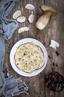 Carpaccio de boletus con piñones y parmesano