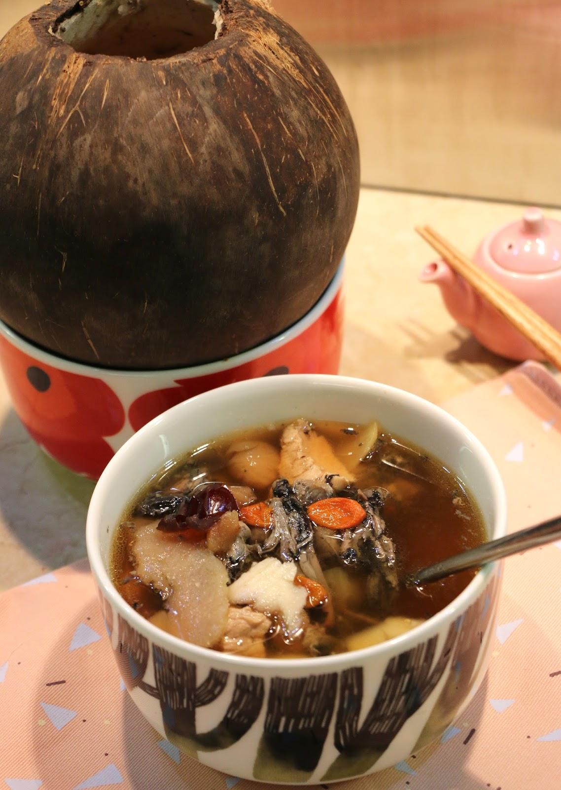 Fen's Cooking: 原個椰子燉烏雞湯