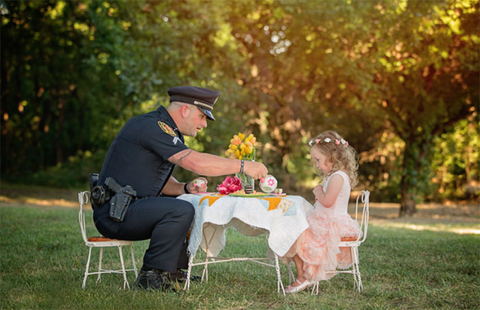 40 Times 2016 Restored Our Faith In Humanity - This 2-Year-Old Girl Threw A Tea Party For A Cop Who Saved Her Life