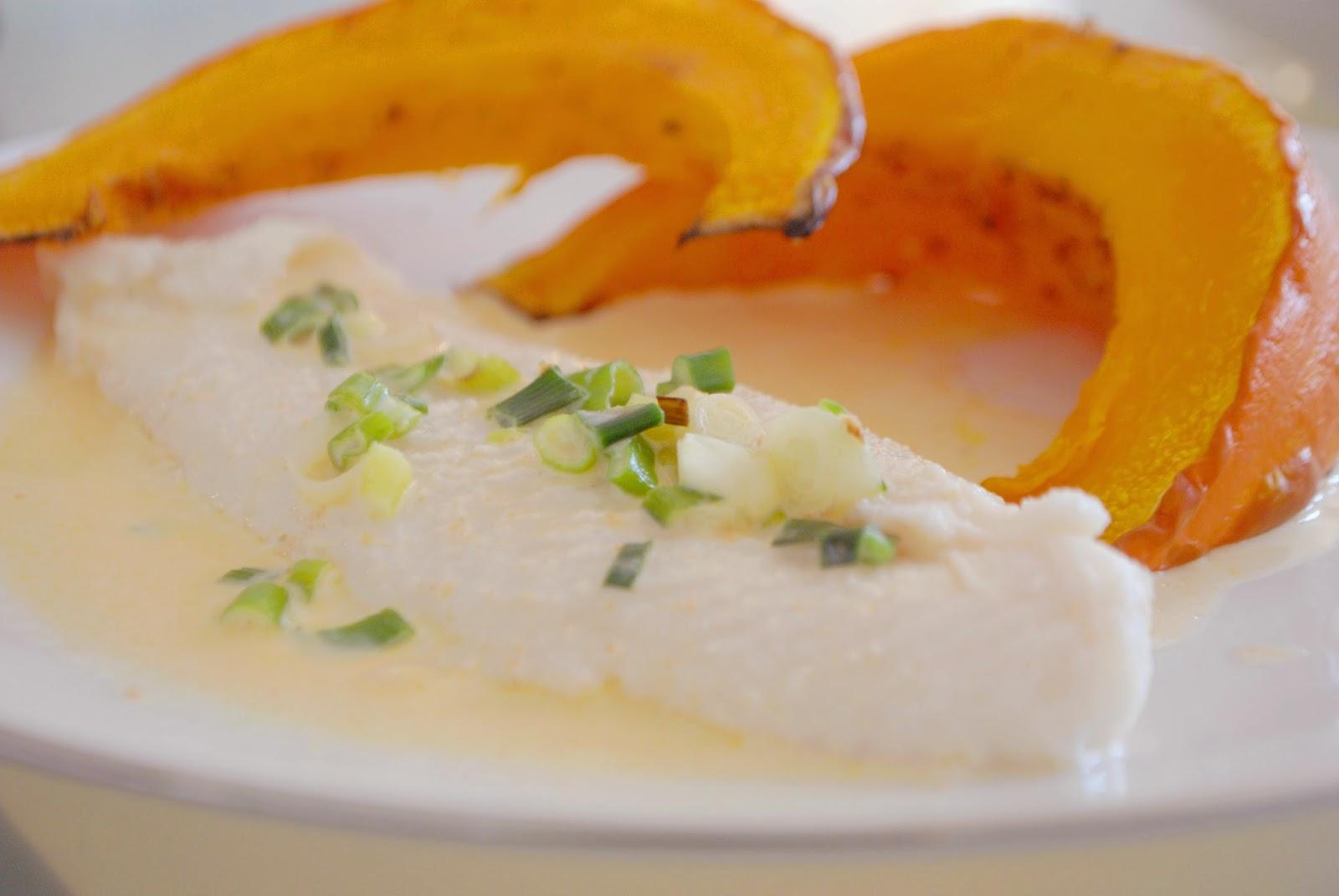 Kürbis im Ofen mit Fisch und Soße