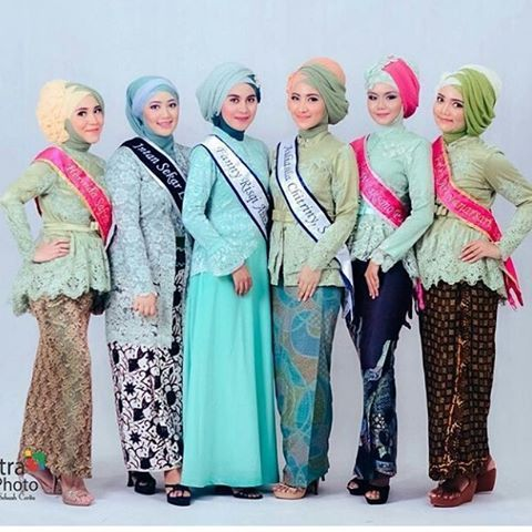 Model Kebaya Wisuda Muslim Untuk Wanita Berjilbab