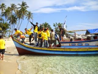 Sewa Boat untuk Island Hopping di Pulau Belitung