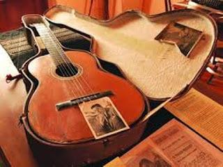 Guitarra de Atahualpa Yupanqui que se encuentra en la casa museo