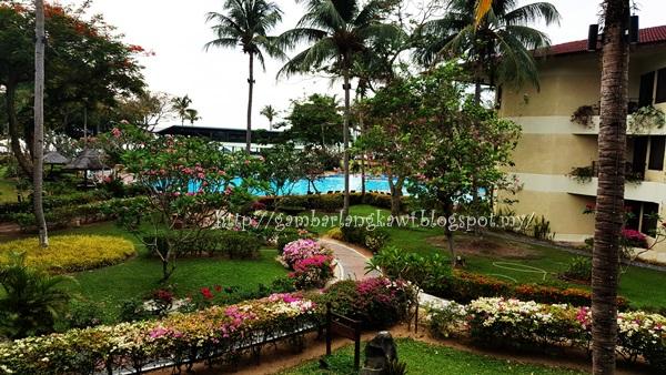 Walking Travel Holiday: Sunset at Langkawi - Holiday Villa Langkawi
