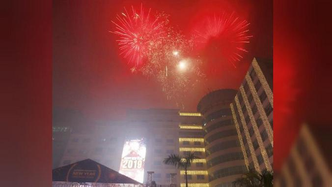 Pesta kembang api malam tahun baru 2019 di Manila, Filipina. (Foto: AFF PHOTO)