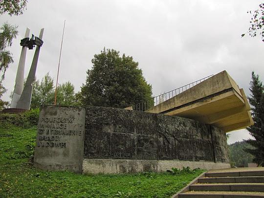 """Pomnik """"Poległym w walce o utrwalanie władzy ludowej"""" w Cisnej"""