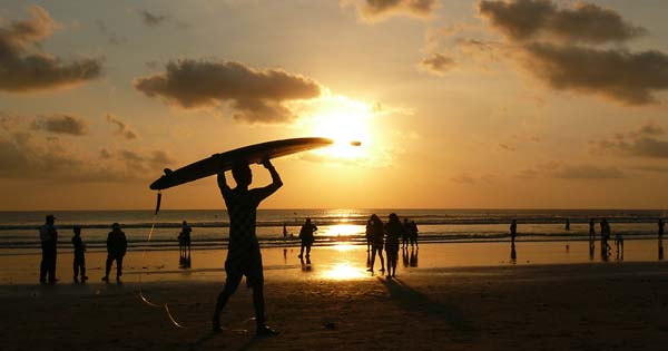 Pantai Kuta Bali Sunset)
