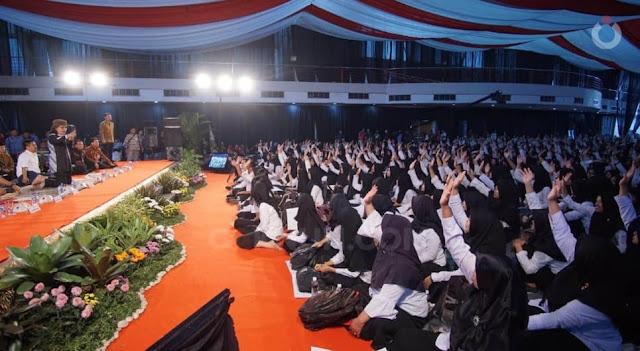 Penyerahan SK CPNS Pemprov Jawa Timur 2019 dengan Mengundang Cak Nun dan Kiai Kanjeng