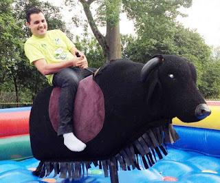 foto de um touro mecânico em fortaleza