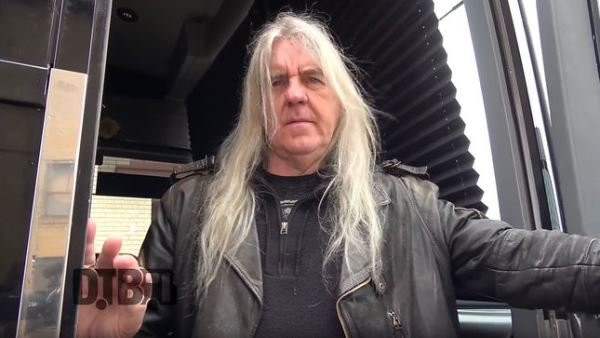 SAXON: Ο Biff Byford μας ξεναγεί στο tour bus της μπάντας