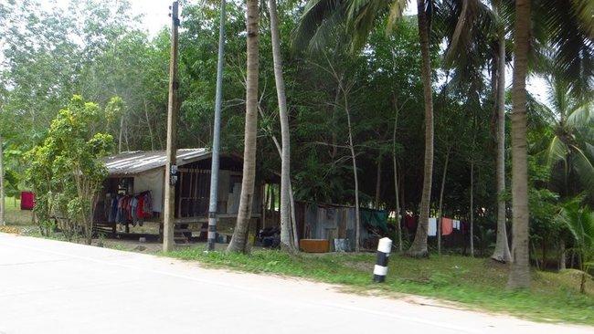 Старый и бедный дом тайцев