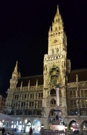 Marienplatz München bei Nacht