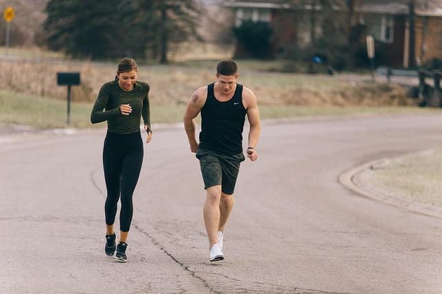 La ropa de ejercicios como el running es usada para muchos momentos de la vida cotidiana.