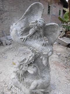 """<img src=""""Patung Tarung Garuda Naga .jpg"""" alt=""""Patung Tarung Garuda Naga  terbuat dari marmer"""">"""