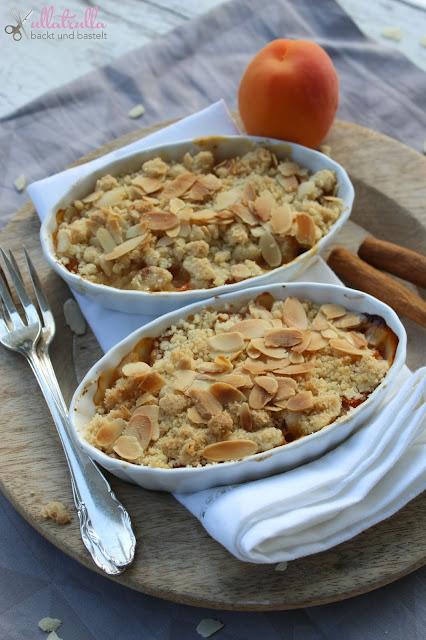 Rezept für Aprikosen-Crumble mit Mandeln
