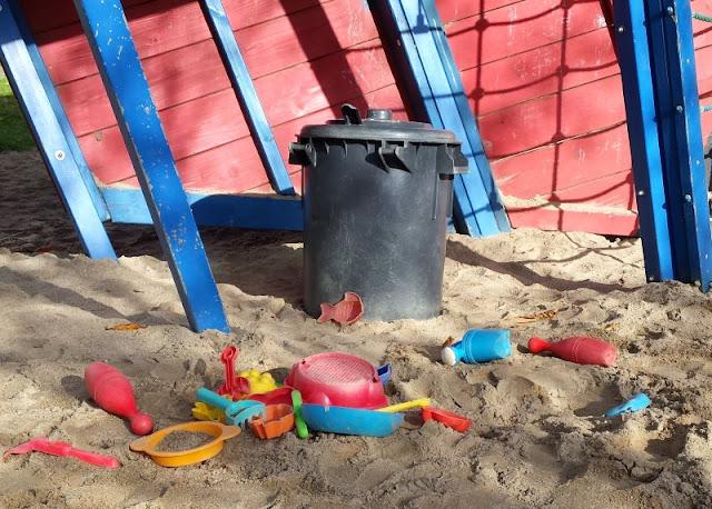 5 Spielplätze im Kieler Süden mit dem gewissen Extra. Das frei zugängliche Sandspielzeug in der Lantziusstraße für kleine und große Kinder ist der Hit!