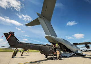 A400M Memuat Helikopter Puma