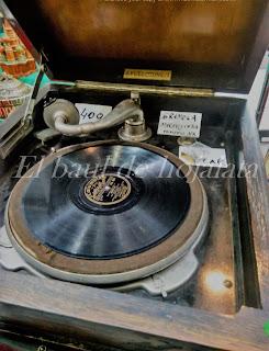 Antiguo gramófono en el Desembalaje de Irun
