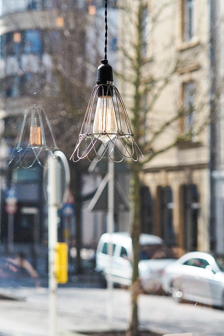 Geometric wire light fixture