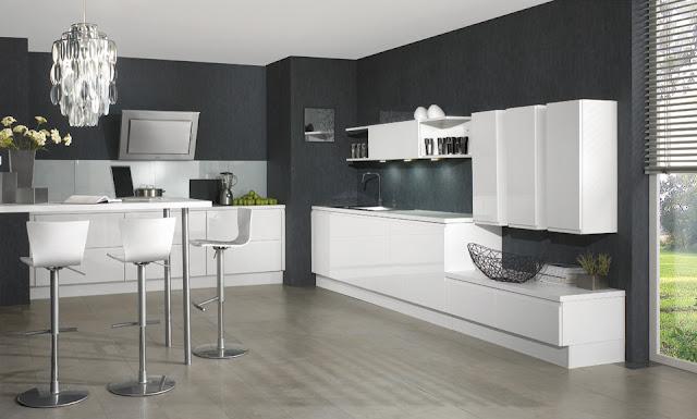 cocina-blanca-con-pared-oscura2