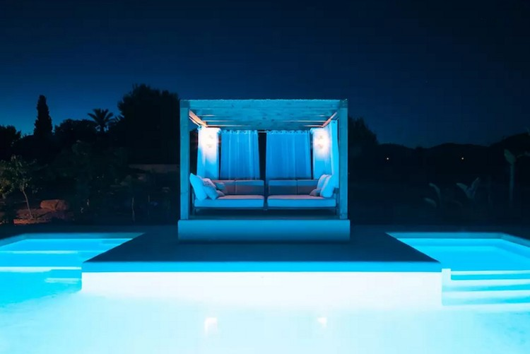 casa vacaciones Ibiza piscina con chill out