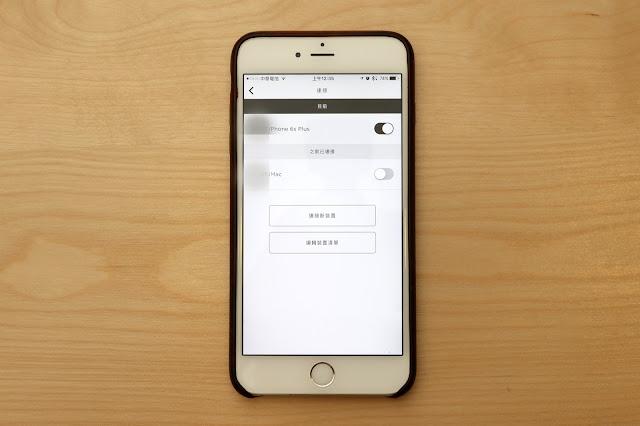 QC35 可同時待命兩個藍牙連線,並且在手機來電時自動切換