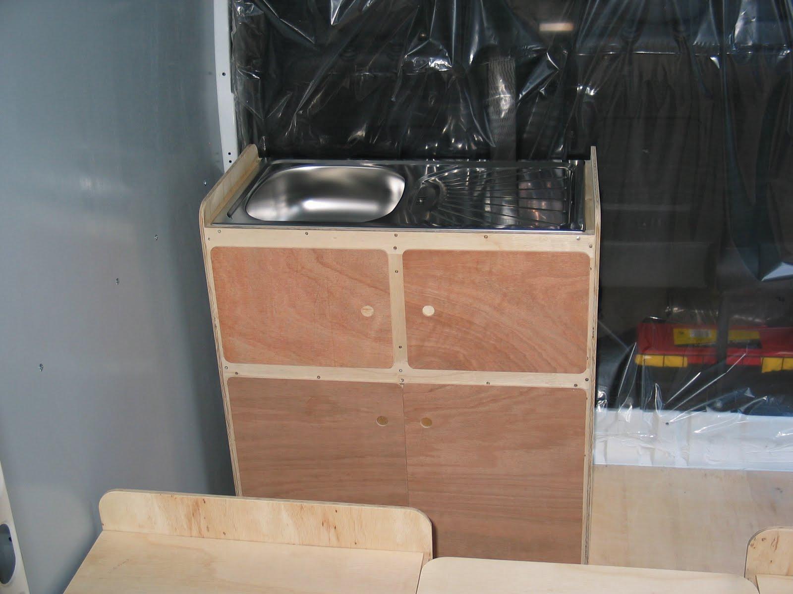 les meubles sont d montables am nager un camping car en conservant l 39 utilitaire. Black Bedroom Furniture Sets. Home Design Ideas