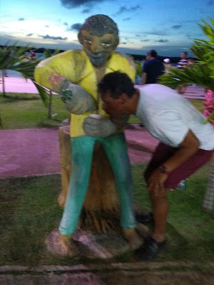 Esculturas na Vila da praia do Jacaré